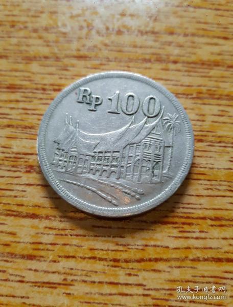 1973年 印尼100卢比 热带木屋 大径28.5mm