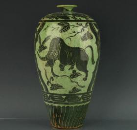 宋磁州窑绿釉黑彩水牛纹梅瓶