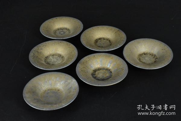 (乙5114)《鎏金杯垫》陶瓷器一套六件全 茶杯托 圆杯垫 造形精美 鎏金工艺 造型独特 品味上乘 直径:9.7cm 高:2.14cm