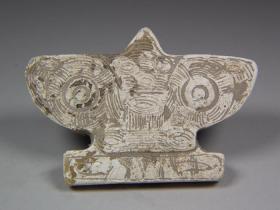 古董良渚文化良渚文化地方玉滿雞骨白雙面工獸面族徽紋大玉佩,器型色彩特殊非常難得,包漿醇厚,沁色自然,極品收藏,可遇不可求,絕世珍品
