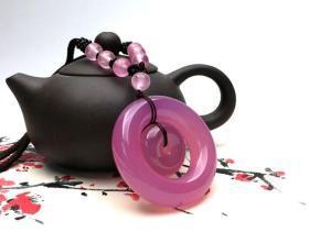 純天然極品水晶吊墜,粉晶吊墜,《粉面桃花》《粉紅色的年華》非常罕見的極品粉色吊墜,《相思》水晶吊墜收藏珍品