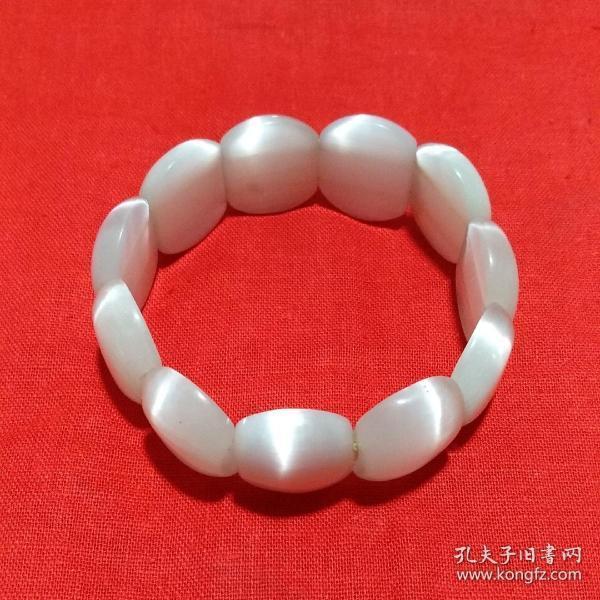 晶莹可人 甜白色猫眼手串
