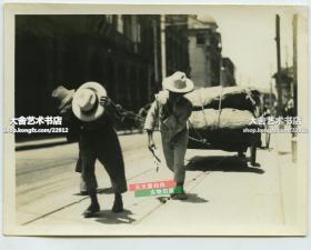 民國上海街頭拉大車貨物的苦力老照片