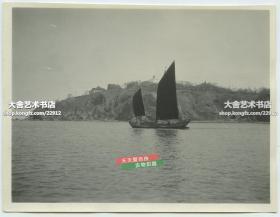 民國山東煙臺山西坡一帶全景老照片,可見山頂的登臺和附近西方駐華領館等建筑,10.8X8.3厘米