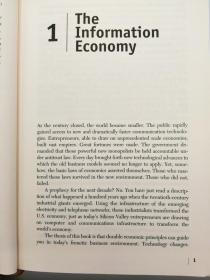 Information Rules: A Strategic Guide to the Network Economy 英文原版-《信息规则:网络经济的策略指导》