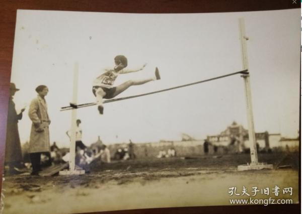 民国体育经典银盐老照片,应该是全国运动会时的湖北选手