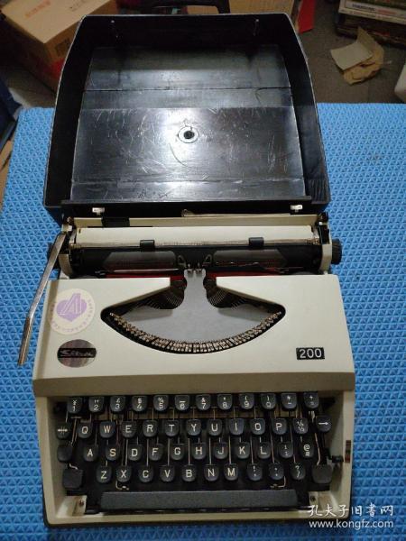 英文打字机(上海飞鱼牌手提式200型)