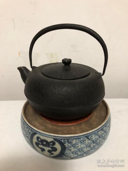 日本老的南部纪念铁壶(新本社落成纪念)带底座