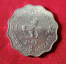 1988 Hong Kong coin 贰 round British avatar before the return of British Queen 2 yuan coin has recovered fidelity G54