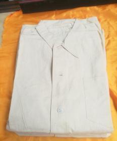 改革开放初部队干部棉布衬衣一件,品相如图。