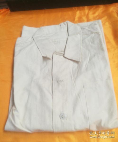早期的陆空军干部全新的,纯棉布衬衣一件,三号。