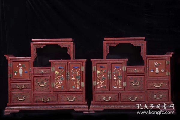 清代 木胎剔红漆龙纹嵌荷花博古收纳柜