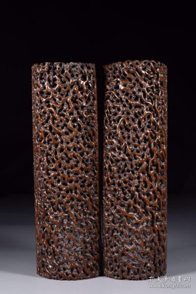 清代:竹雕镂空树瘤臂搁一对