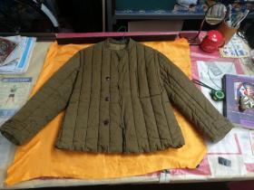 出一件二手的,女官兵棉袄,2号,品相如图所示
