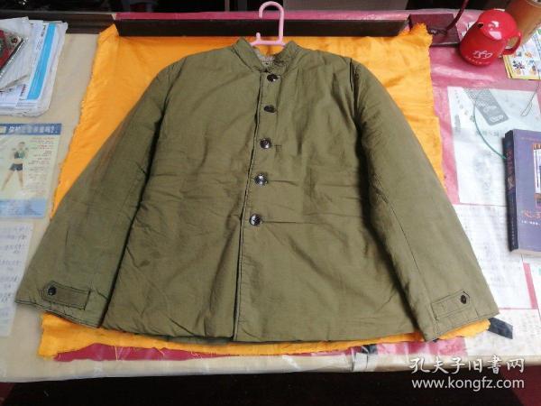 出一件70年代女官兵棉袄,正二号,全新的,品相如图所示