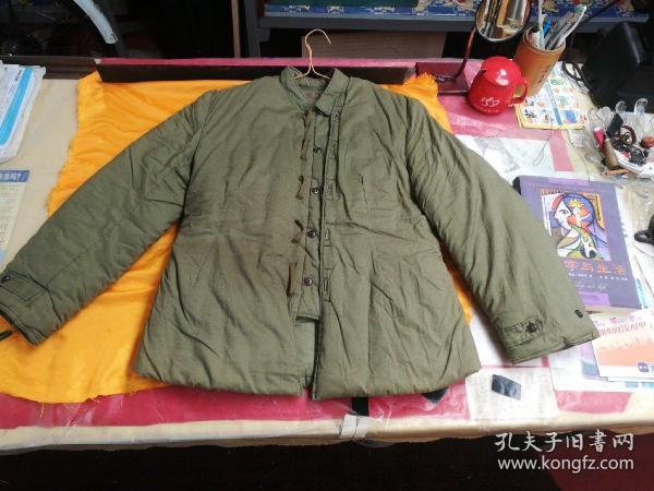出一件全新的,女官兵特殊连缀职业棉袄,品相如图以图。
