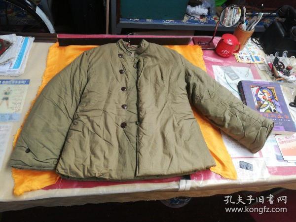 出一件全新的,文革初期女官兵棉袄。2号。品相如图所示