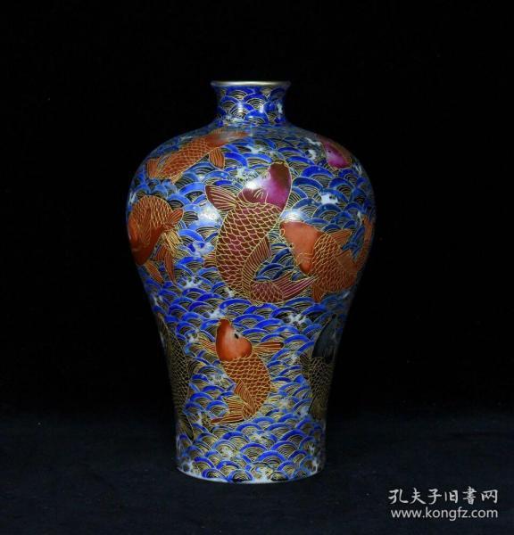 清代乾隆珐琅彩描金拤丝海水鱼纹梅瓶