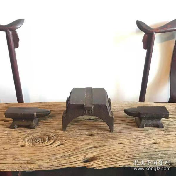 清代铸铁砧子三个一套,独特的造型,浑厚的包浆,罕见之物!包老保真