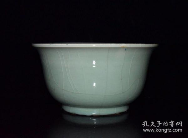 清代豆青釉开片碗