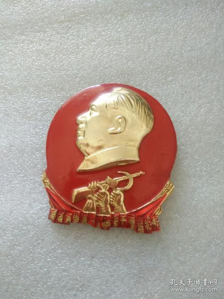 庆祝军营两周年:建工部三局昆明指挥部革命委员会制 云南八二三 三一八。6厘米,