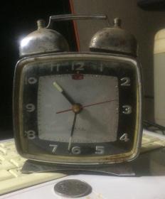 上海产宝石花牌小闹钟 早期小台钟 外观品相以图为准 铜芯