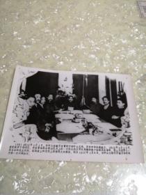 老照片一一1912年1月1日,孙中山在南京宣誓就任临时大总统,(图为1月5日,孙中山主持召开南京临时政府第一次内阁会议时场景)