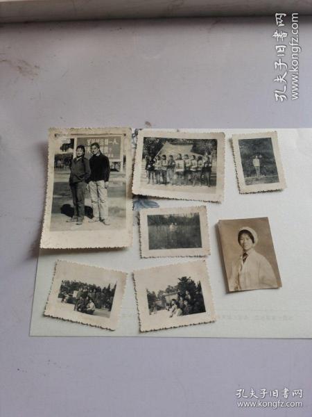 老照片183(7张文革女一人组图)