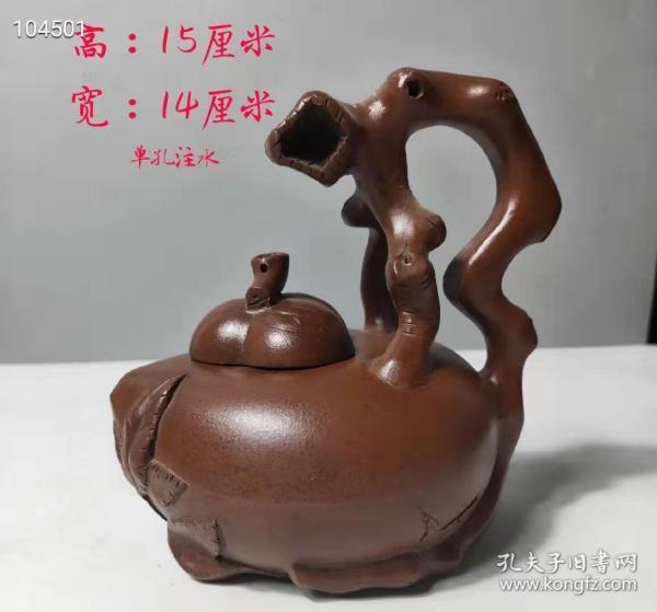 名人制作朱泥异形福寿壶,砂料细腻光滑。造型独特,寓意美好