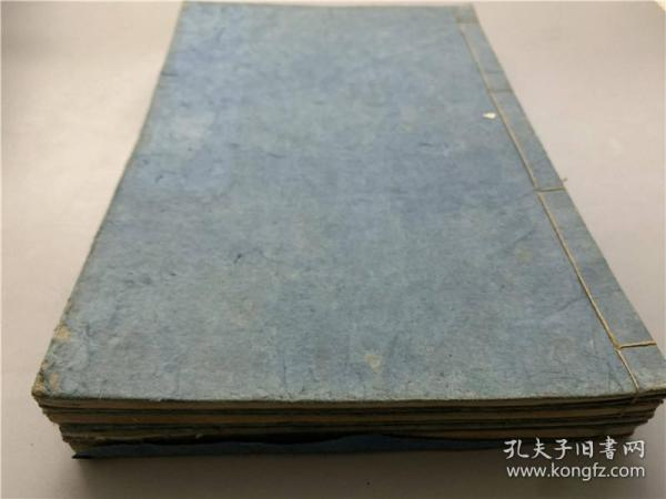 "Japanese and Japanese editions of ""New Sword Inscriptions"" are stored in 5 volumes and 4 volumes (missing volume 3), Japanese ancient sword maps, guillotine inscriptions, ancient books, and a large number of guillotine inscriptions."