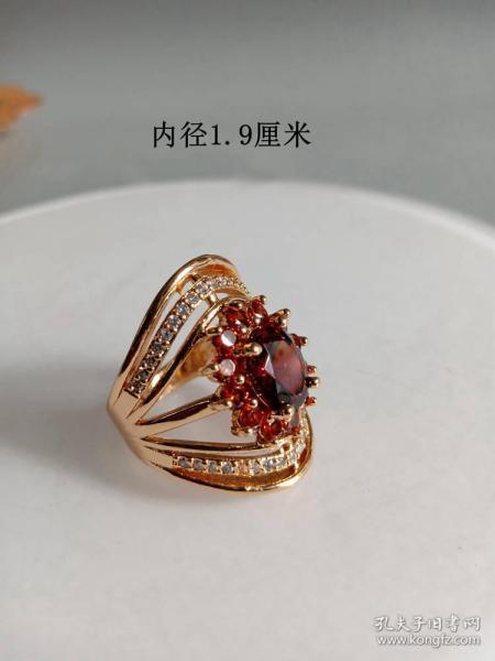 少见的天然红宝石女士戒指                        .