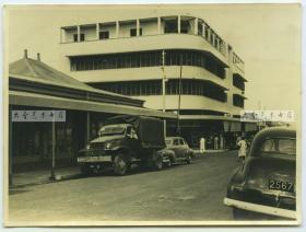 1950年代美国管制下的日本本土,街道上可见美军卡车老照片
