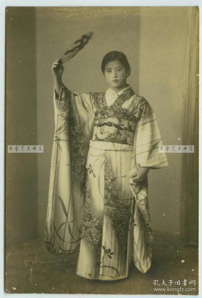 民国时期日本服年轻漂亮女子肖像老照片,泛银