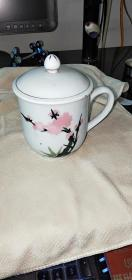 Wool porcelain water point peach blossom cup a 8.8 / 9.2Cm appearance as shown in the lifetime bag old bag really authentic and very collectable.