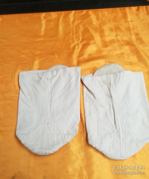 During the Cultural Revolution, a pair of thick sock-bottom cotton mules in the winter of the Army, Navy, and Air Force soldiers, No. 3, 3501, as shown in the picture