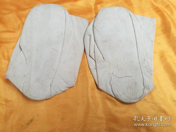 In the early days of special occupations, a pair of thick cotton thick-bottom deep-waist socks and a pair of cold-proof warm cotton thick-bottom socks were shown in the picture. The real objects in the picture shall prevail.