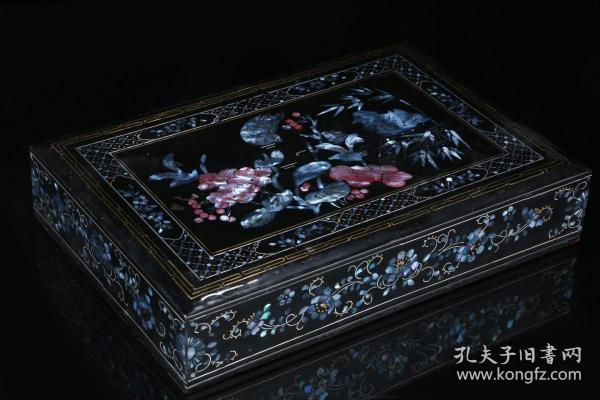 Qing Dynasty: Rosewood Covered Box