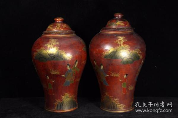 A pair of hand-painted gold general cans with lacquer ware