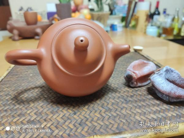 Zhumu purple sand pot, brand new, there are six in the hand, out of five, 180 yuan each, semi-manual, non-famous, is a good pot you buy for tea. Dongdong in my friend's studio is not expensive.