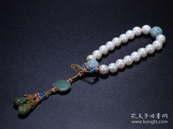 Dongzhu Eighteen Child Handheld Size: 1.3cm in diameter and 97.5g in weight. Brief introduction: Dongzhu material, bright color, full and round beads, carefully selected, with jade jade beads, Buddha head, back cloud, water drops, elegant retro, good collection.