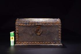 Qing dynasty: Treasure chest carved with bronze phoenix and phoenix pattern