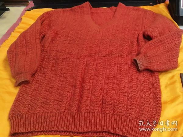 A cold-proof and warm woolen sweater in the cold area in autumn and winter or the high-altitude area. The brand-new one is shown in the picture.
