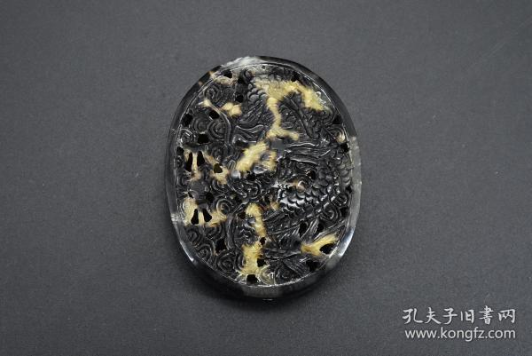 """(B 7220) """"Flower Carving"""" 1 top-level material Size: 5 * 4 * 1.3cm Weight: 6.8g Engraving dragon and phoenix pattern on the front and back of the pendant, holes in heaven and earth."""