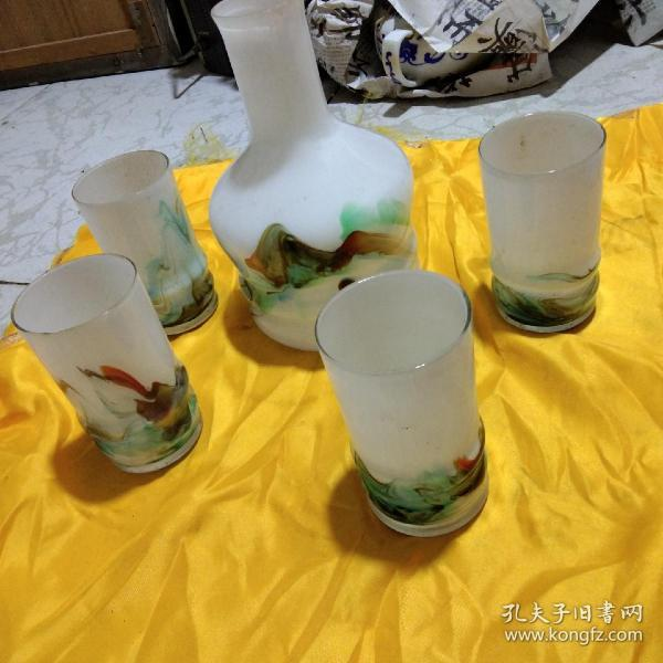 A set of old glass cups and old glass cups during the Cultural Revolution