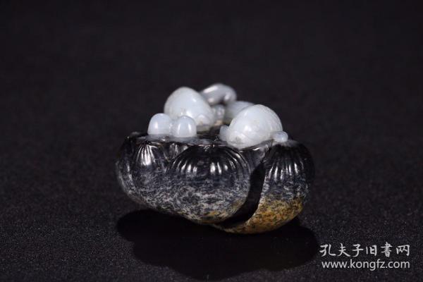 旧藏 和田黑白玉巧雕连年有余摆件