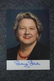 110d10 現任德意志聯邦共和國聯邦環境、自然保護和核安全部長  德國總理熱門人選 社會活動家 女權運動領袖——斯文婭·舒爾策 親筆簽名照片 一張