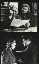 """七十--九十年代的电影剧照(黑白照片,规格约15*12厘米)--""""莫斯科在广播(4张)"""
