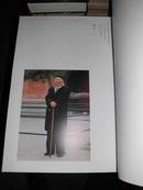 日文原版 启功书法求教展 (国内印刷的有精装本) 八开铜版纸精印锁线软精装 汇集100多幅启功书法真迹