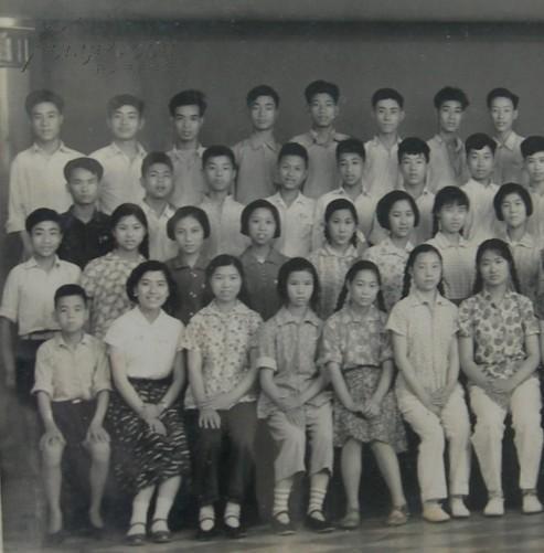 """老照片:马云的母校——杭州市第八中学(""""杭八中""""前身杭州私立清华中学,后更名为杭州市旅游职业学校)毕业合影,1958年。——公私合营,天然照相馆(粘板尺寸:22.5CM*17.5CM)——注意,此件只支持快递!"""