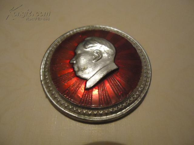 毛主席像章8----毛主席万寿无疆【铝质直径4厘米】